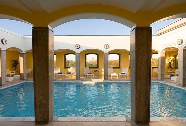 Top 10 piscinas de hotel com as melhores vistas abc piscinas for Hoteles en burgos con piscina