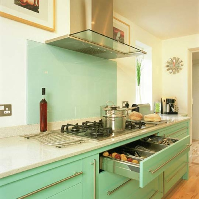 Mint Green Kitchen: 10 Retro Kitchen Remodels